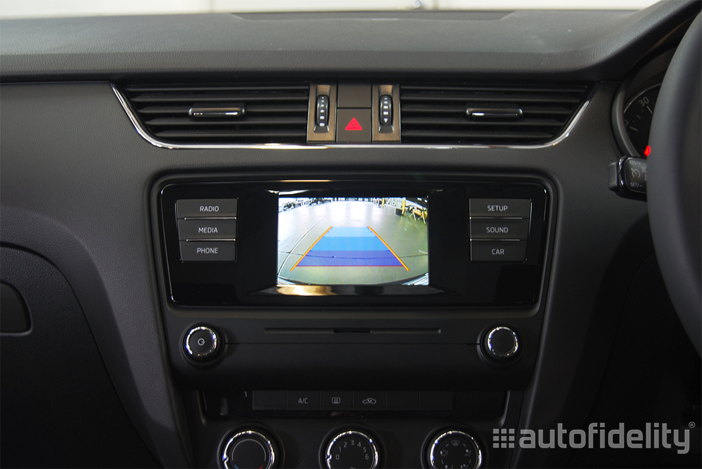integrated rear view camera system with dynamic guidelines. Black Bedroom Furniture Sets. Home Design Ideas
